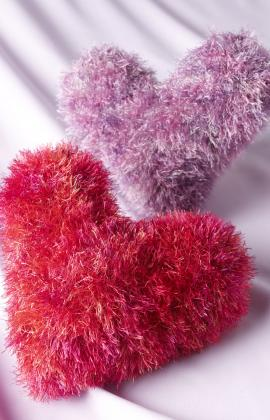 Heart Pillows Fluffy Yarn Knitting Pattern FREE